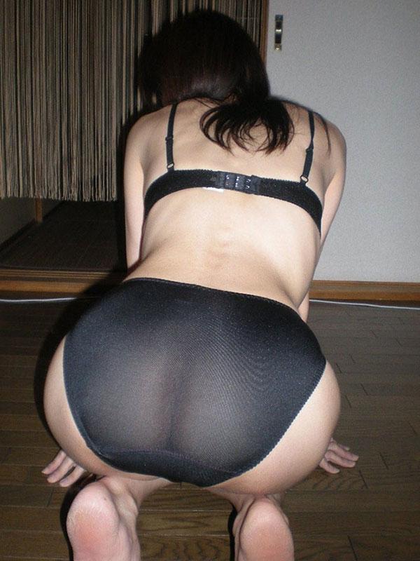 熟女の着衣尻